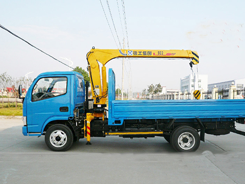 Dongfeng Lorry Truck with 2 ton Streight Arm Crane